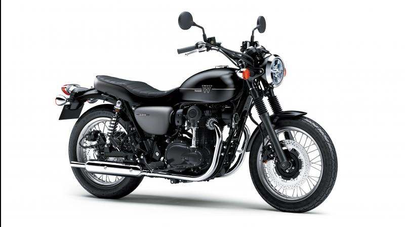 Kawasaki W800 Street features a vertical parallel-twin engine, just like the old British twin-cylinder motorcycles.