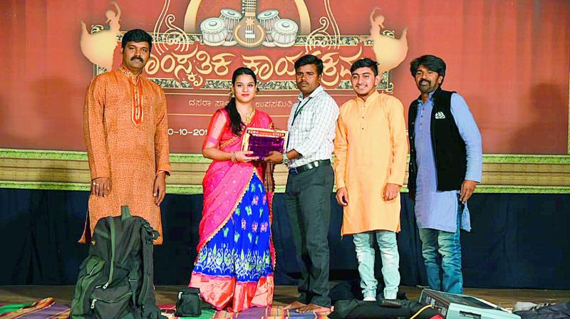 Malavika Anand being felicitated after her performance at the Jagan Mohan Palace in Mysuru.