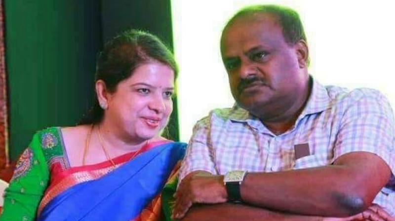 L Chandrashekhar's departure has given upper hand to Karnataka CM HD Kumaraswamy's wife, Anitha, who is contesting Ramanagara bypolls as JD (S) candidate. (Photo: Facebook | @AnithKumaraswamyOfficial)