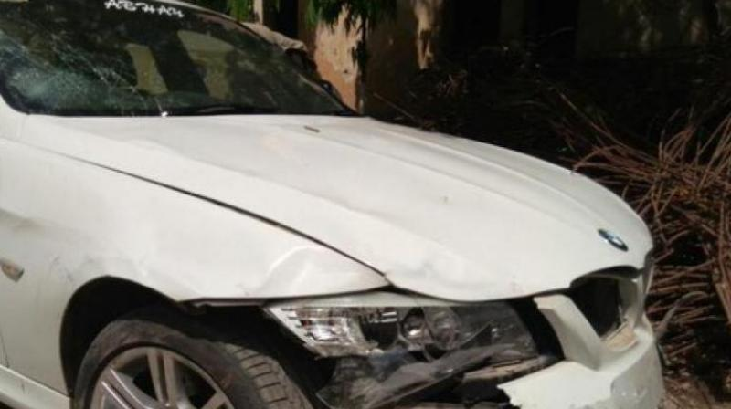 Delhi Speeding Bmw Hits Uber Cab Kills Its Driver