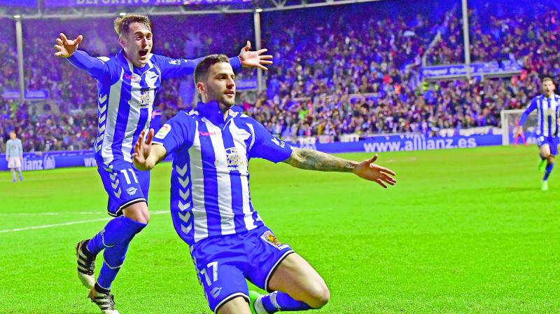 Alaves' Edgar Mendez (right) celebrates with Iabi Gomez after scoring against Celta in their Copa del Rey semi-final against Celta Vigo in Vitoria on Wednesday. Alaves won 1-0. (Photo: AP)