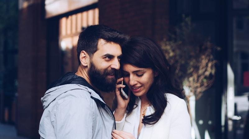 The couples highlighting as to how the same devices that often help bring couples closer can push them apart, thereby potentially putting relationships at risk. (Photo: Pixabay)