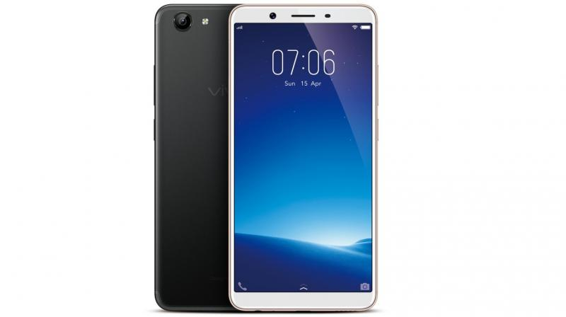 The Vivo Y71 comes with a 13MP high definition rear camera with PDAF and a 5MP selfie camera.