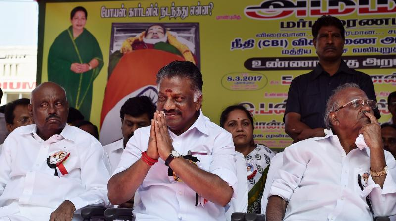 Dissident AIADMK leader and former chief minister O Panneerselvam with supporters during their day-long fast demanding CBI probe into alleged suspicious circumstances surrounding the death of late Chief Minister J Jayalalilthaa. (Photo: PTI)
