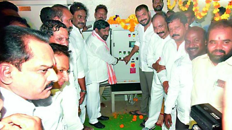 Telangana state education minister G. Jagadish Reddy (centre-left) and AP irrigation minister Anil Kumar (centre-right) on Sunday switch on the lifting of Nagarjunasagar gates to let out water from the left canal which leads to Telangana state and the right canal to AP.(Photo: DC)
