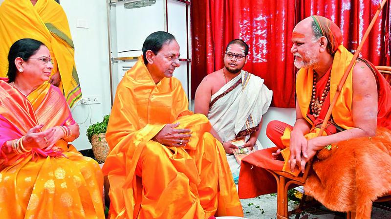 Chief Minister K. Chandrasekhar Rao along with his wife Shobha seeks the blessings of Swami Swaroopananda from Vizag peetham before the launch of the five-day Sahasra Maha Chandi Yagam at his farmhouse at Erravelli in Gajwel town of Siddipet district on Monday.