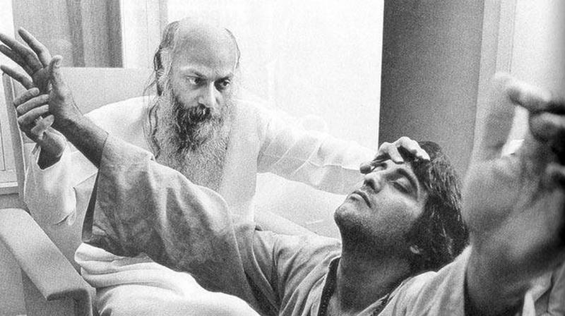 Vinod Khanna snapped with Osho Rajneesh.