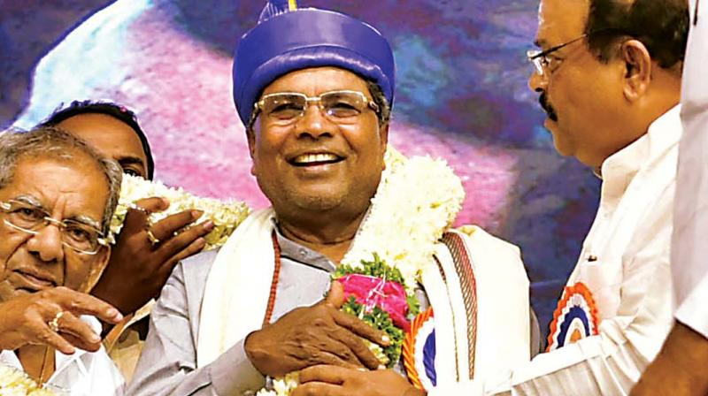 Chief Minister Siddaramaiah being felicitated by Veerashaiva Mahasabha leaders at Palace Grounds in Bengaluru on Wednesday