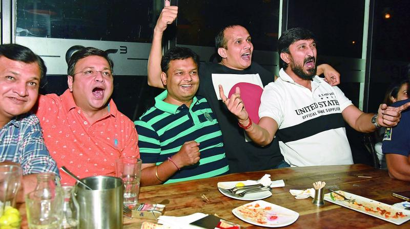 Cricket fans enjoy the IPL final between Mumbai Indians and Rising Pune Supergiant at a pub in Hyderabad on Sunday. (Photo: DC)