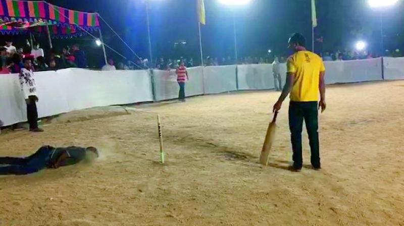 Hyderabad | Youth suffers cardiac arrest while playing cricket, dead