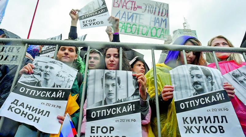 """Protesters holds a poster reading """"Free (jailed student) Kirill Zhukov!"""" in central Moscow on Saturday. (Photo: AFP)"""