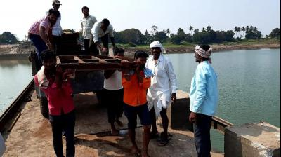 The viillagers of Jamkhandi and Athani in Karnataka are do-it-yourself dam builders. They don't wait for the government to build projects. They do it themselves.