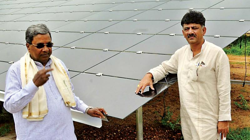 CM Siddaramaiah and Energy Minister D.K. Shivakumar at the 2000-mw solar power plant near Pavagada in Tumakuru district on Thursday  (Photo: KPN)