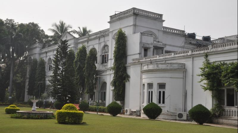 Bella Vista on the junction of the roads leading to Raj Bhavan and Panjagutta was built by Muslehuddin Mohammed who was given the title of Hakim-ud-Dowla when he was the chief justice.