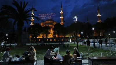 Backdropped by the iconic Sultan Ahmed Mosque, better known as the Blue Mosque, people break their fast in the historic Sultanahmet district of Istanbul. (Photo:AP)