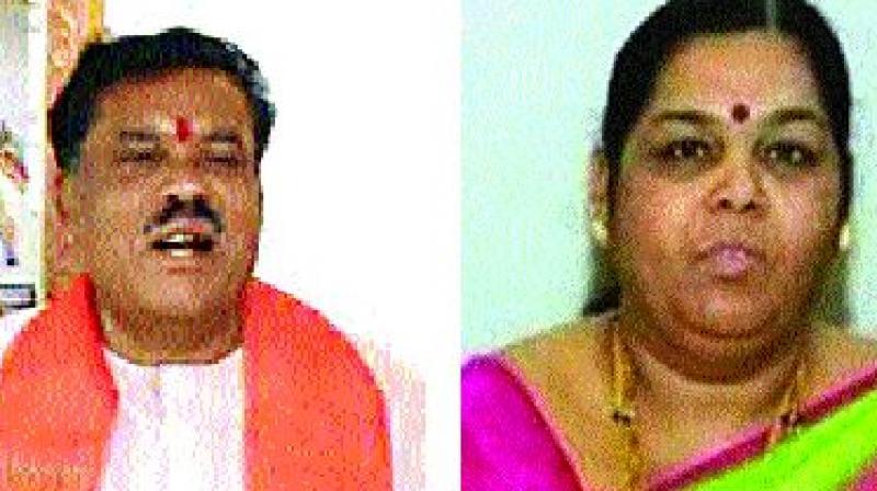 S.I. Chikkanagoudar of the BJP  and Kusumavati Shivalli of the Congress
