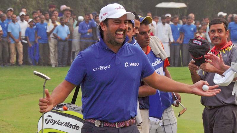Shiv Kapur celebrates his Panasonic Open win at the DGC on Sunday (Photo: Biplab Banerjee)