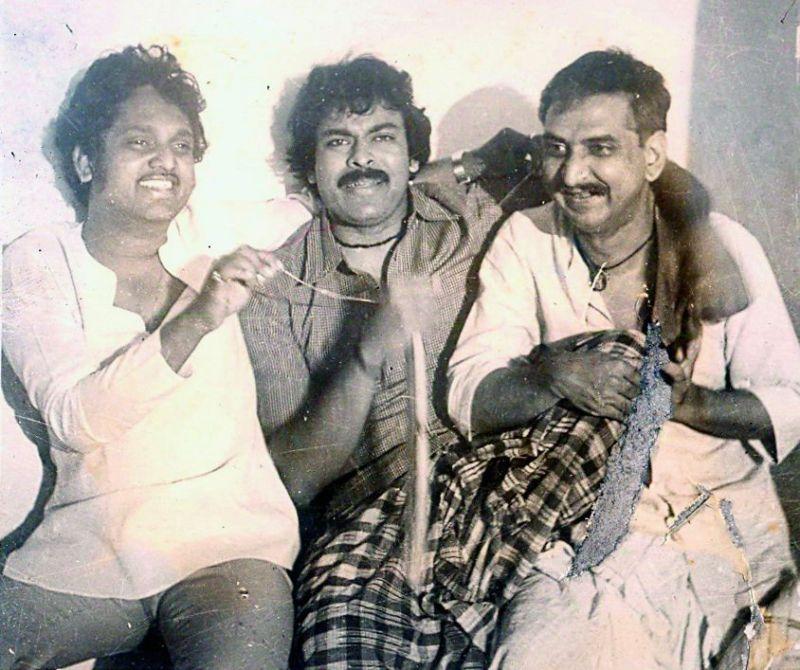 Kodi Ramakrishna with Chiranjeevi (centre) and Gollapudi Maruthi Rao (right) on the sets of Intlo Ramayya Veedhilo Krishnayya.