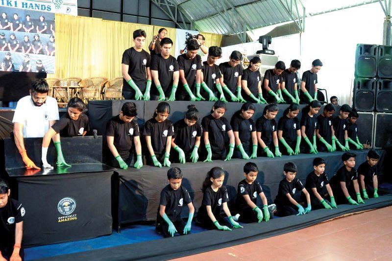 School children finger dance with Imthiyas for World record.