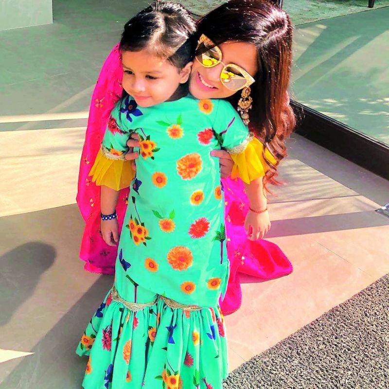 Sakshi Dhoni with daughter, Ziva