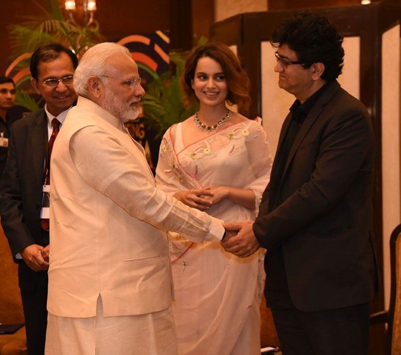 Kangana Ranaut, Narendra Modi and Prasoon Joshi at the event.