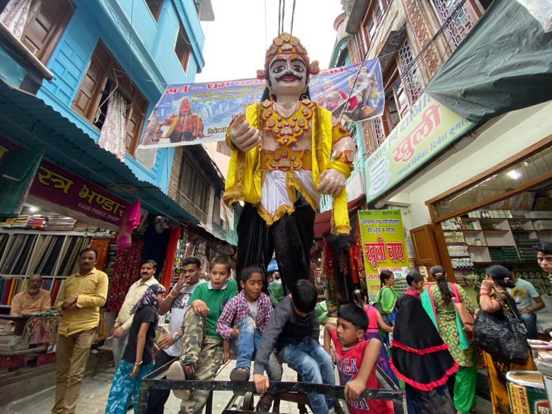 A Ravana idol in the streets before the festivities, captured by the ultra-wide angle lens. (Photo: Rohit Vora- @rohit_apf)