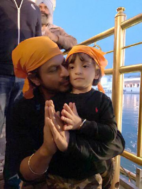 'Peace and love': Shah Rukh and AbRam visit Golden Temple after Raees success