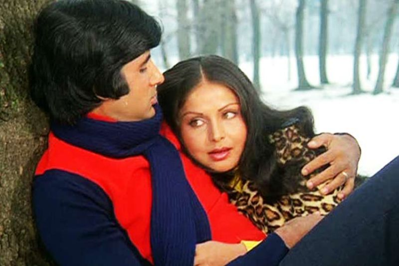 Amitabh and Raakhee in the still from the film.
