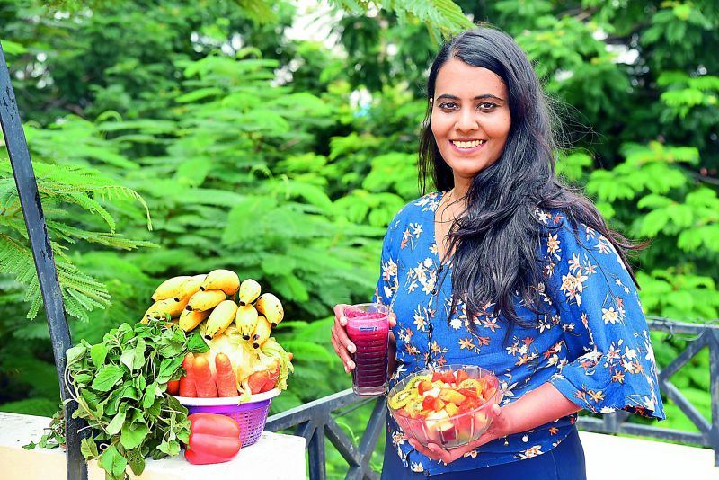 Aruna Maheshwari, who is a member of the Raw Vegan Fruitarian community India, fallows strict raw vegan diet