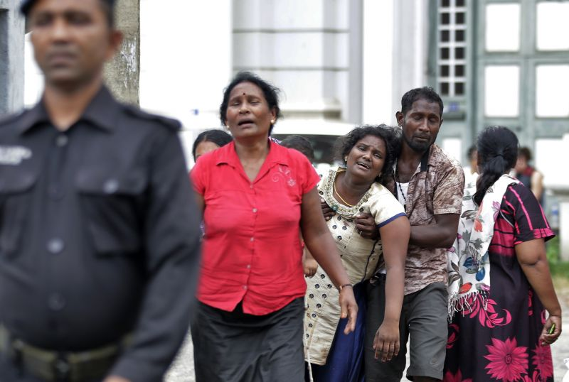 Relatives of a blast victim grieve outside a morgue in Colombo, Sri Lanka. (Photo:AP)