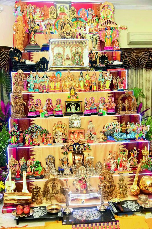 Display of various Golus