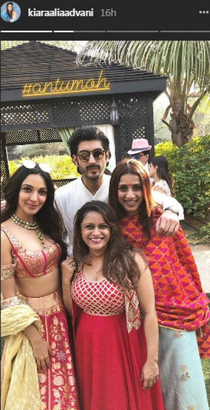 Mohit poses with Kiara Advani, who he debuted together in 'Fugly'. Producer Ashvin Yardi, who had launched them, was also spotted.