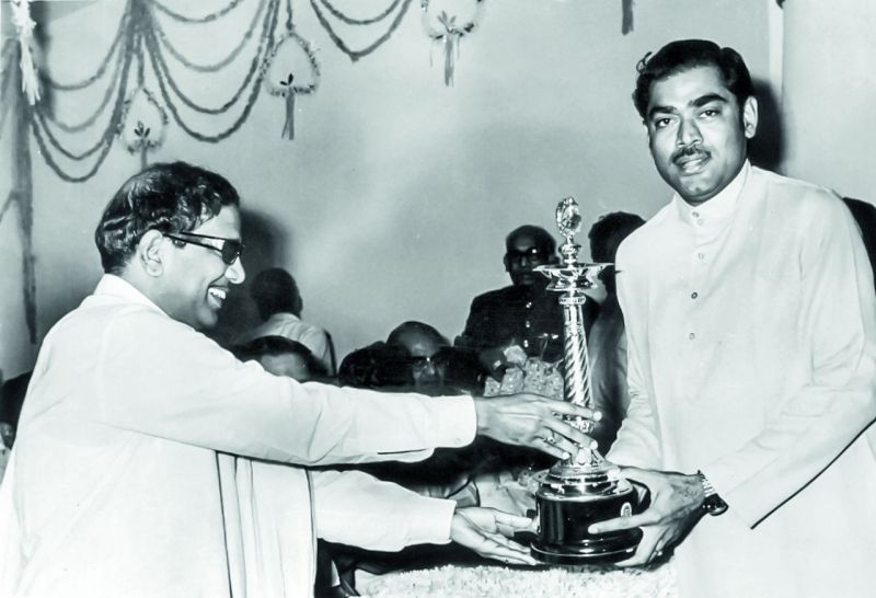 D. Ramanaidu receiving an award from Karunanidhi