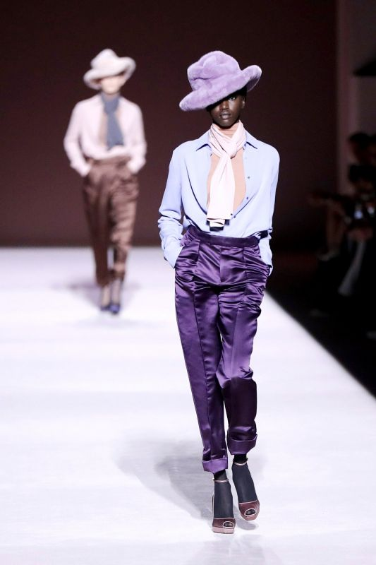 Model showing of in a beautiful fedora hat and amazing shades of colours for Tom Ford. (Photo: AP)