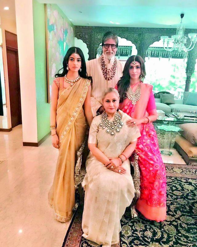 Jaya Bachchan, Navya Naveli Nanda, Amitabh Bachchan and Shweta Nanda