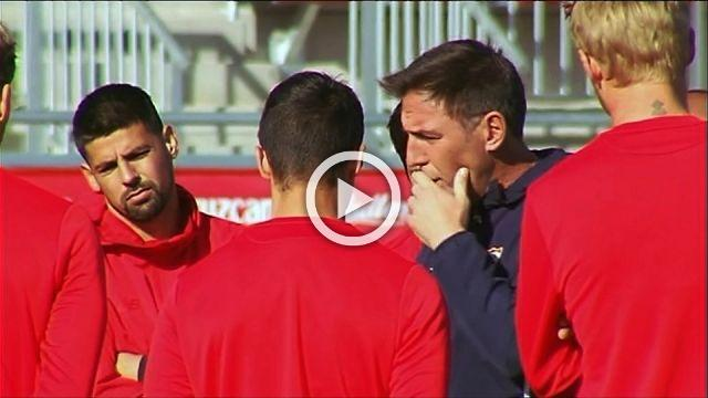 Berizzo takes Sevilla training session after cancer announcement