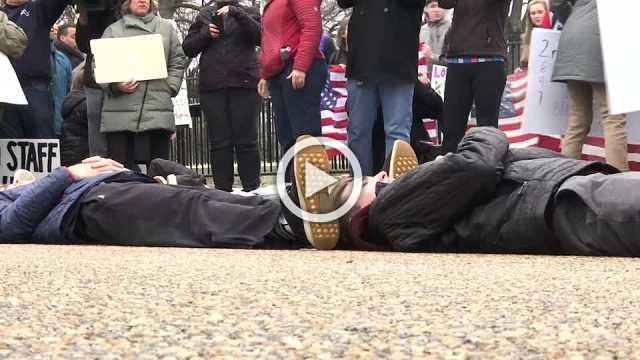 Students stage die-in at White House to protest against gun violence
