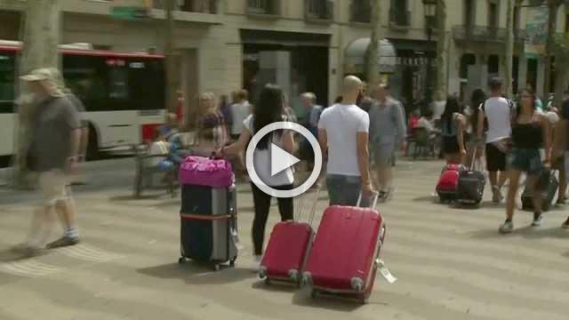 Airbnb woos high-end travelers