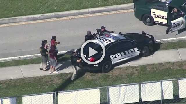 Armed deputy on-duty at Florida school shooting resigns