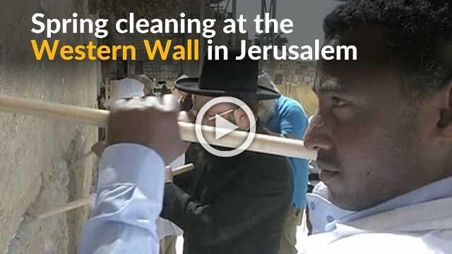 Cleaners take out thousands of notes to God at Jerusalem's Western Wall