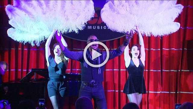 "Cuba Gooding Jr. stars in musical ""Chicago"""