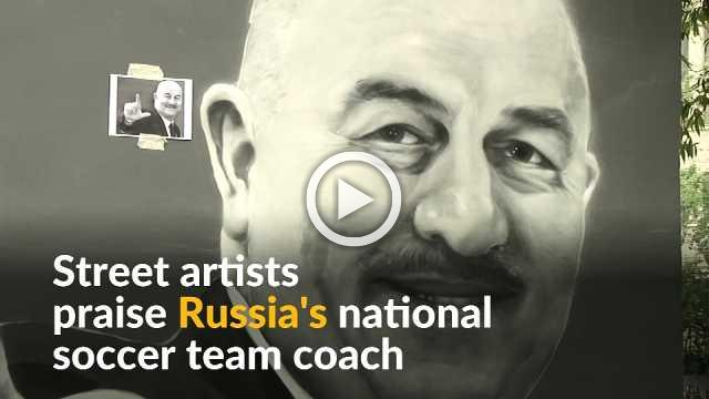 Russian street artist praise national soccer coach with graffiti