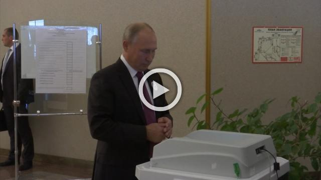Putin experiences technical problems while voting for Moscow mayor