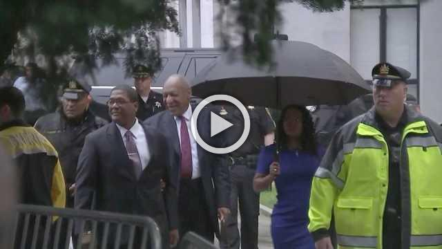 Cosby arrives for sentencing