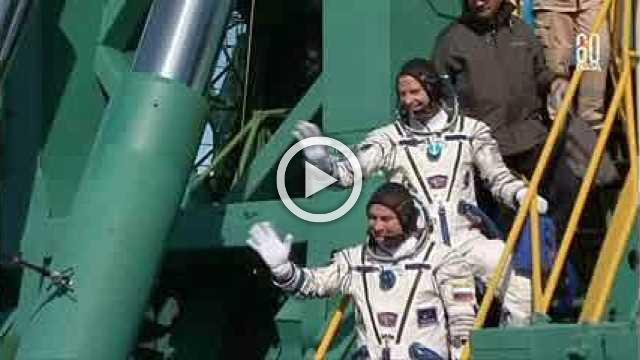 Rocket carrying two astronauts fails mid-air