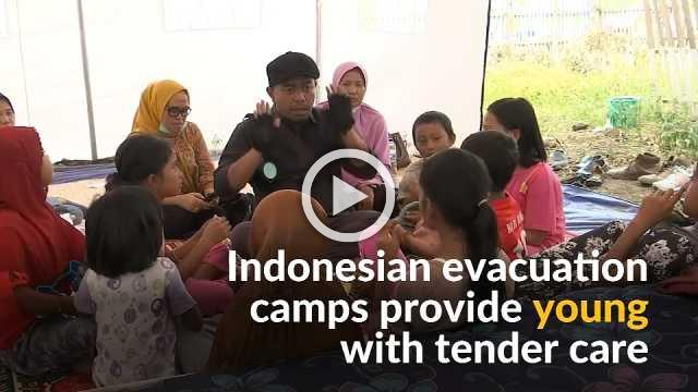Evacuation camps in Palu keep children occupied