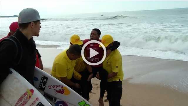 Brazilian surfer de Souza suffers knee injury in WSL event