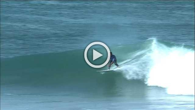 Flores suffers major wipeout in third round of World Surf League event