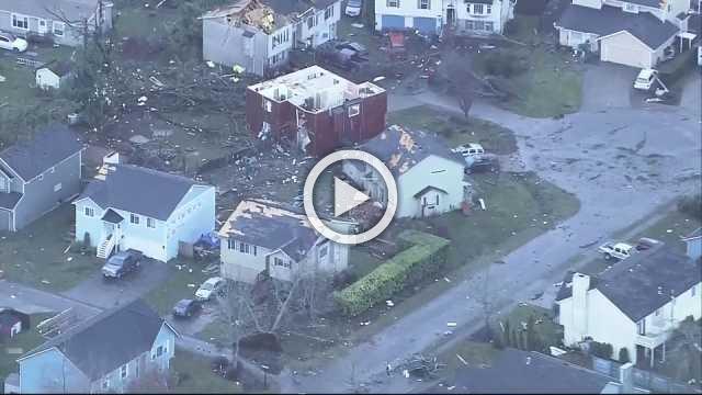 Seattle-area tornado damages homes