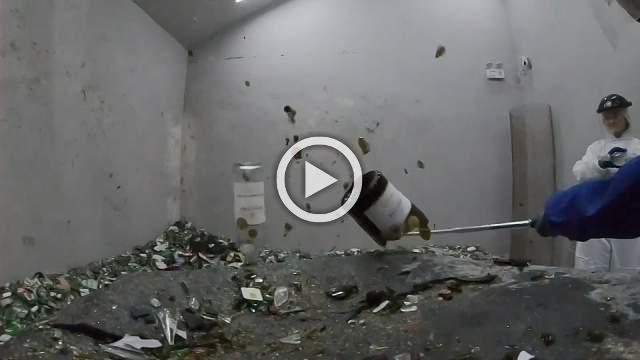 Smashing good time in Beijing's anger room